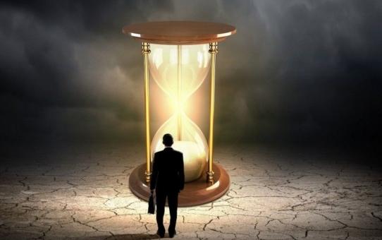 Еще не время, уже не время, а в промежутке - жизнь...