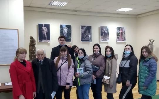 Встреча с легендой. Скульптор А. А. Редькин провел экскурсию для студентов кафедры психологии и конфликтологии